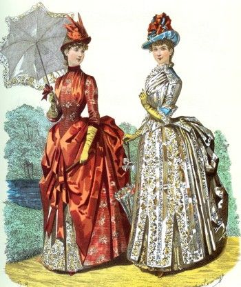 Mujeres de la época victoriana vestidas con trajes con polisón, sombreros y sombrilla.