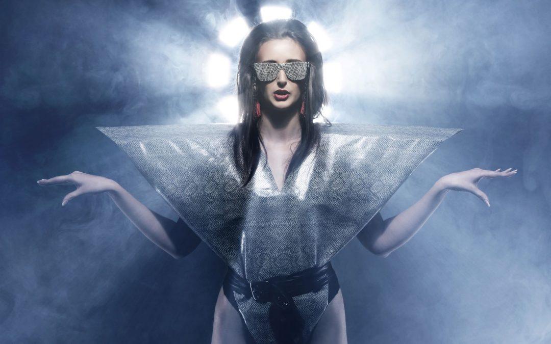 mujer futurista