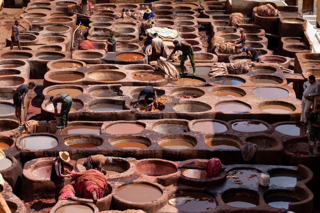 zona de curtición de pieles en Marruecos